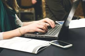 Ma kirjutan blogipostitusi, lühikirjandeid ja muid tekste